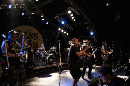 Tanzbar - Fotos: Less Than Jake als Special Guest von Yellowcard live in der Markthalle in Hamburg